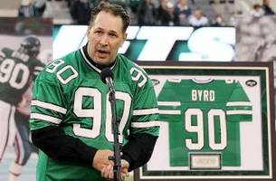 jets players honor the late dennis byrd with award named in his honor