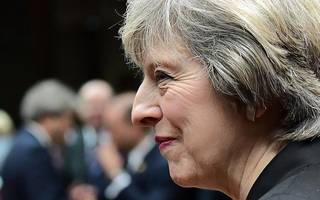 """theresa may vows to get """"the right deal"""" for both remainers and leavers"""
