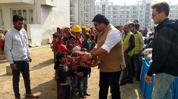 emaar india conducts clothes distribution drive to ensure warmth for its construction workers