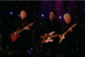 the searchers at lowdham village hall: review and photos