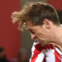 crouch signs one-year extension with stoke