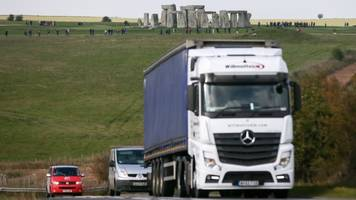Stonehenge tunnel plans finalised by government