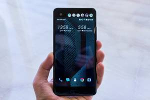 HTC's new flagship phone has AI and a second screen, but no headphone jack