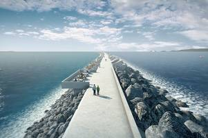 £1.3bn swansea tidal lagoon project gets backing in uk government review