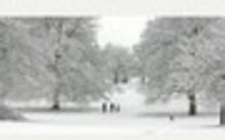 snow falls in lincolnshire and met office warns of strong gales...
