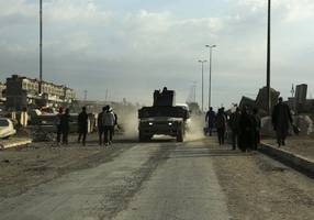 On Mosul frontlines, Islamic State's local fighters direct the battle