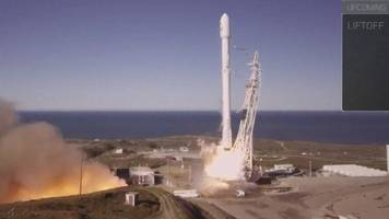 SpaceX rocket successfully takes off