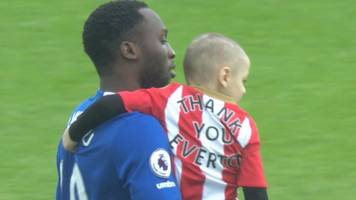 everton treat terminally ill bradley lowery to big day out