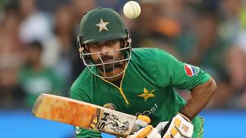pakistan beat australia by six wickets to level odi series