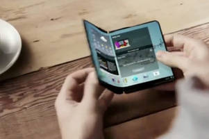 microsoft patents a foldable device that morphs from phone to tablet