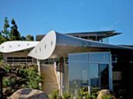 Scrapped Boeing 747 turned into Californian wonder house