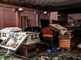 Images of abandoned funeral home in Florida
