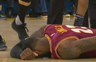 Watch Draymond Green mock LeBron James after the two collided on the court