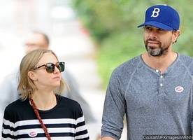 amanda seyfried dishes on upcoming low-key wedding to thomas sadoski