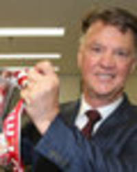 'thank you for 0-0!' man utd fans send messages to louis van gaal after retirement