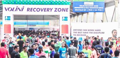 200 volini recovery experts help over 13000 runners recoup at the standard chartered mumbai marathon 2017