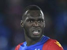 benteke insists he has no plans to leave crystal palace