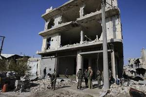 Syria conflict: Russia and Turkey in first joint strikes on IS