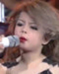 mum comes under fire for 'sexualising' her 7-year-old taylor swift wannabe daughter