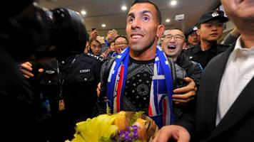 carlos tevez: shanghai shenua striker greeted by hundreds at airport