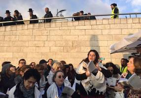 Western Wall orderlies 'in contempt of High Court' over women's body searches