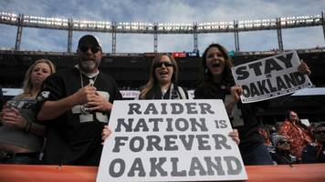 the raiders are trying to leave oakland after a stadium dispute