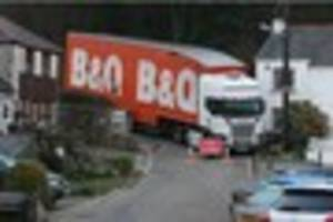 Watch the moment a B&Q lorry stuck for 18 hours in Pentewan...