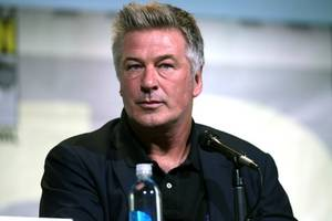 alec baldwin attends nyc protest, imitates donald trump