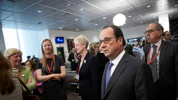 hollande has no plans to replace tusk, aides say