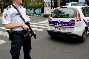 Paris police search for man on Metro stabbing spree