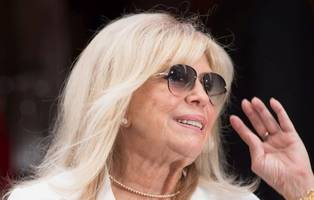 nancy sinatra slams cnn report on twitter: 'why do you lie?'