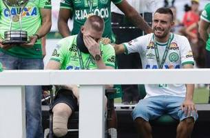 a look at chapecoense's emotional first match since devastating plane crash, in photos