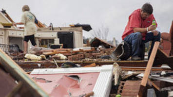 More tornadoes ahead as death toll reaches 15 in southeast U.S.