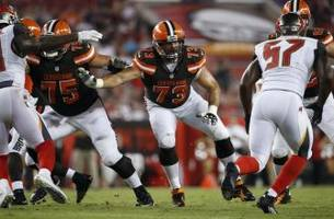 Cleveland Browns: Joe Thomas up for local award