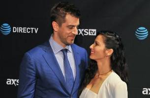 olivia munn praises aaron rodgers after packers' loss amid off-field 'adversity'