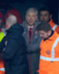 snapped: this is what happened in the tunnel between arsene wenger and anthony taylor