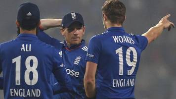 India v England: Trevor Bayliss says tourists' bowling 'a little disappointing'