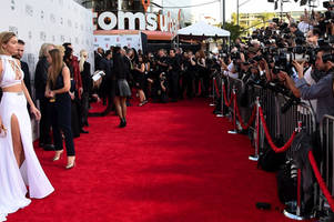 twitter strikes deal to live-stream amas red carpet, and more pre-awards show coverage
