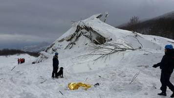 italian avalanche hotel manager called for help hours before disaster