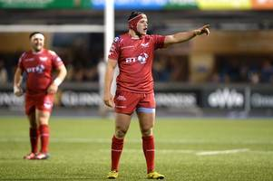 Rising Scarlets back-rower signs first senior contract with the west Wales region