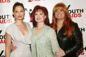 singer wynonna judd speaks out after sister ashley judd's trump criticism