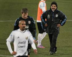 maradona: i will not tolerate people questioning messi