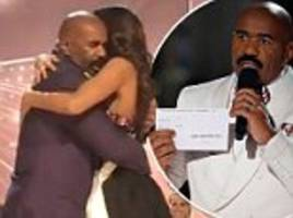 miss columbia hugs steve harvey after last year's gaffe