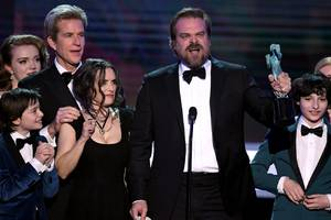 this rousing stranger things acceptance speech was just one of many defiant voices at the sag awards