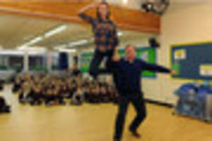 strictly star ed balls revisits his old notts primary school -...
