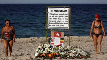 tunisia attack: agent 'pushed' survivor into holiday