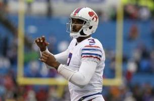Tyrod Taylor won't restructure contract to stay with Buffalo Bills
