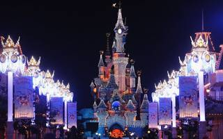 walt disney snaps up a fresh stake in struggling euro disney