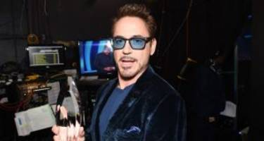 is robert downey jr. is inviting fans to facebook live with him?