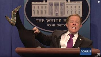 melissa mccarthy outdoes herself in second week as sean spicer